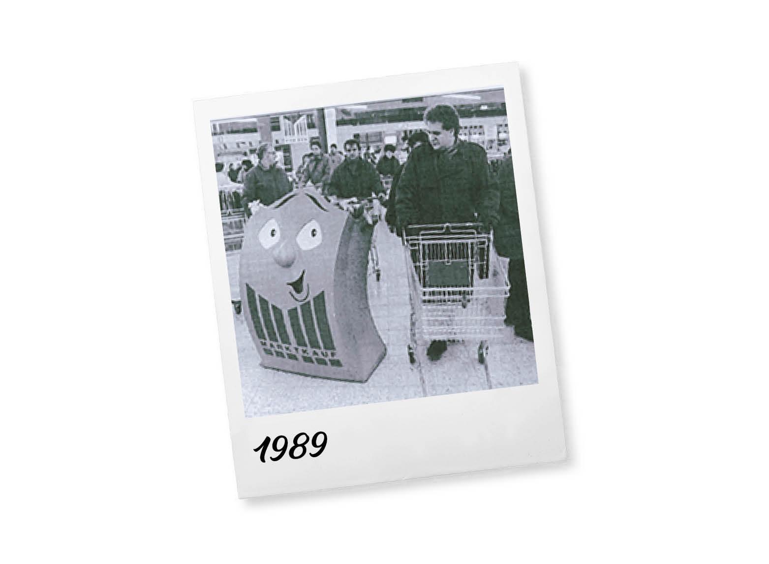 Übernahme des Unternehmens Kaufmarkt (Nürnberg) und Beginn der Expansion in Süddeutschland.