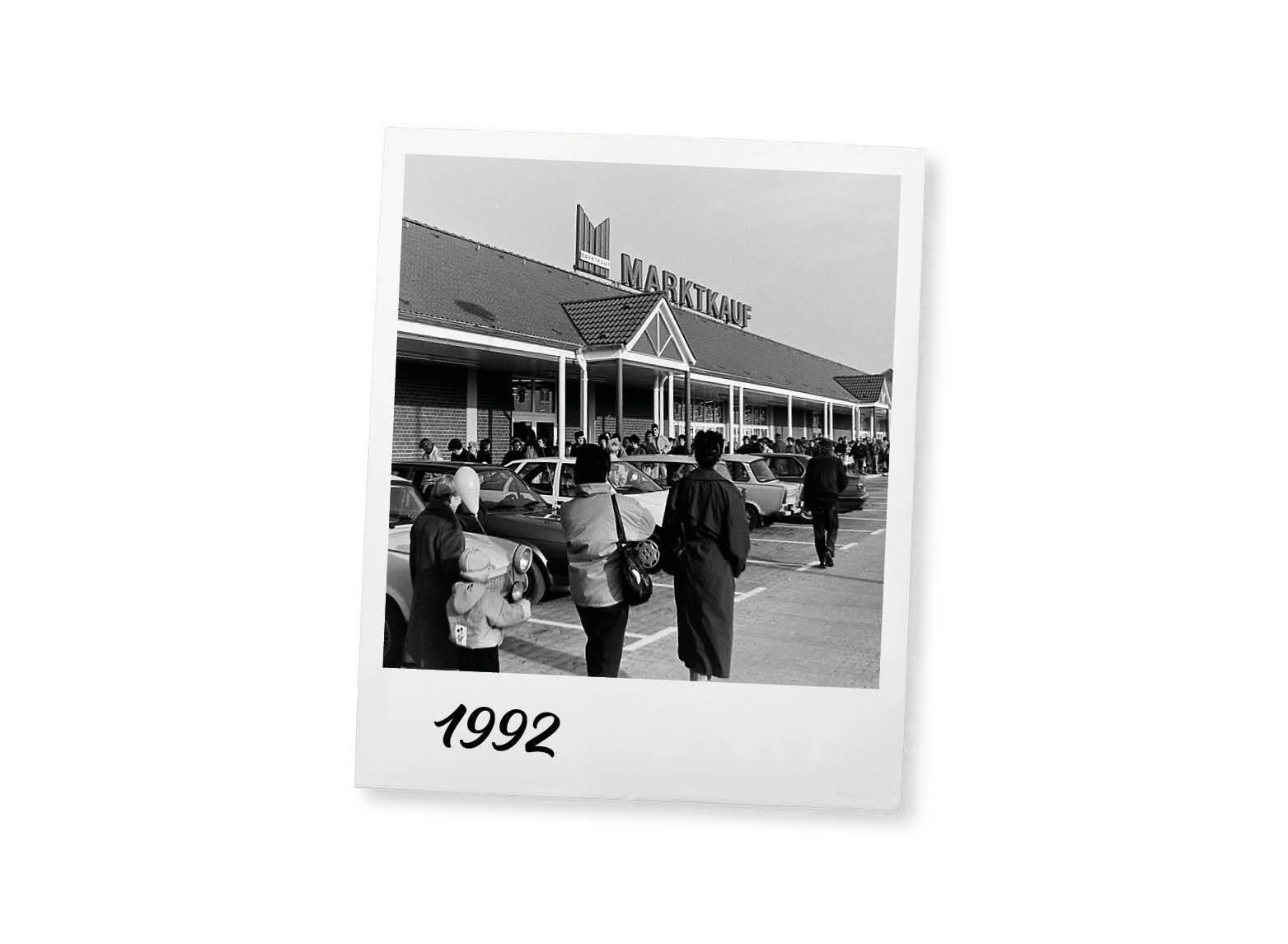 Eröffnung der ersten Häuser in den neuen Bundesländern (u.a. Oschatz) und Beginn der Expansion in Ostdeutschland.