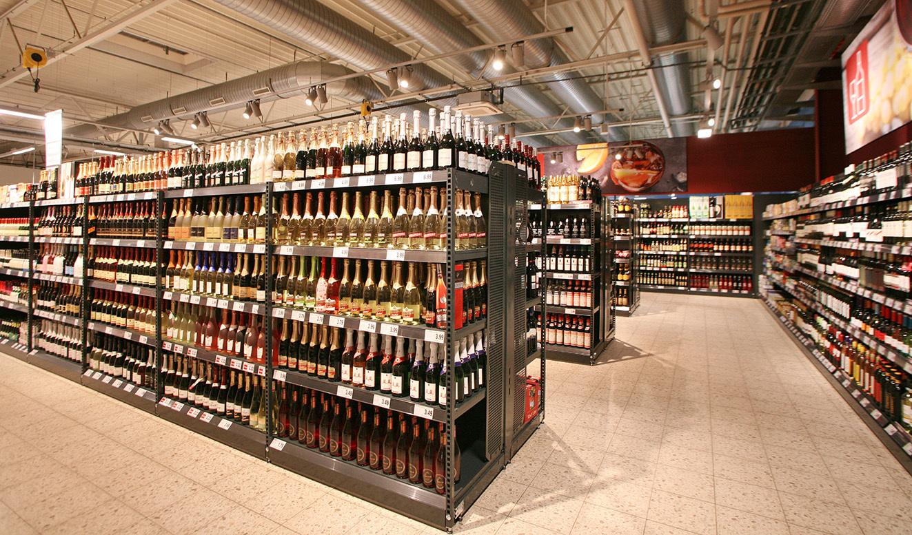 In der Wein- und Spirituosenabteilung ist für jeden Anlass das passende dabei.