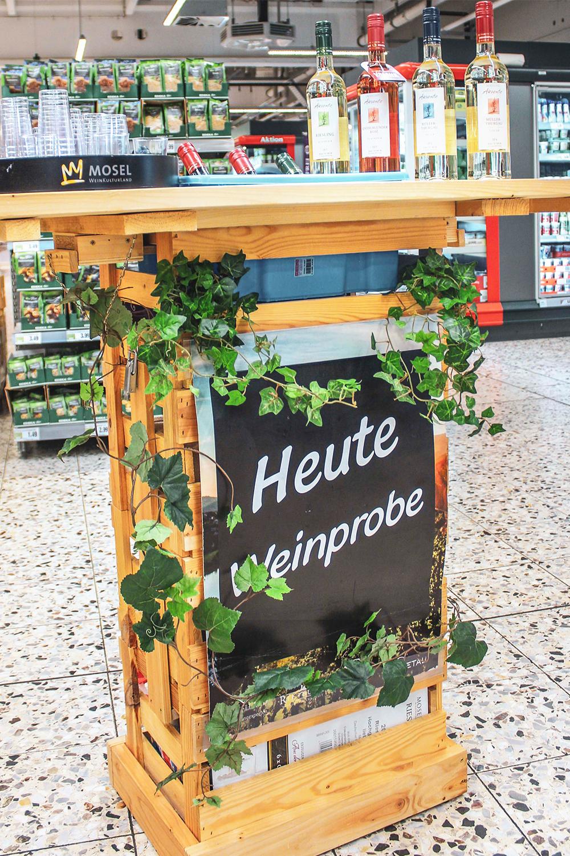 Wir veranstalten zudem kleine Weinproben im Markt.